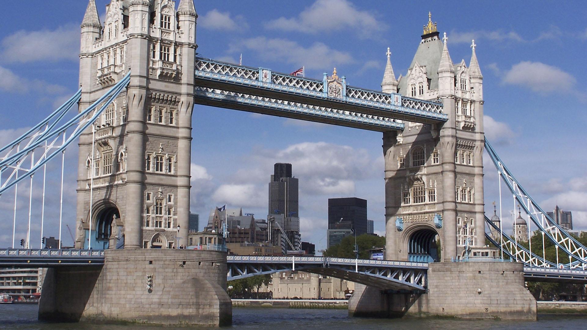 Contemporary Home Design E7 0ew Part - 29: 100 Contemporary Home Design E7 0ew Travelodge London